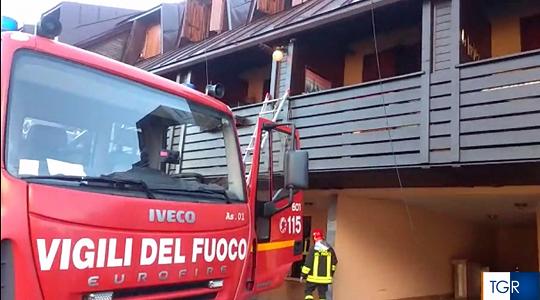Incendio al residence Tre Confini a Tarvisio, danni in sei ...