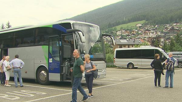 Sessanta volontari ripuliscono tra Santa Cristina e Ortisei ...