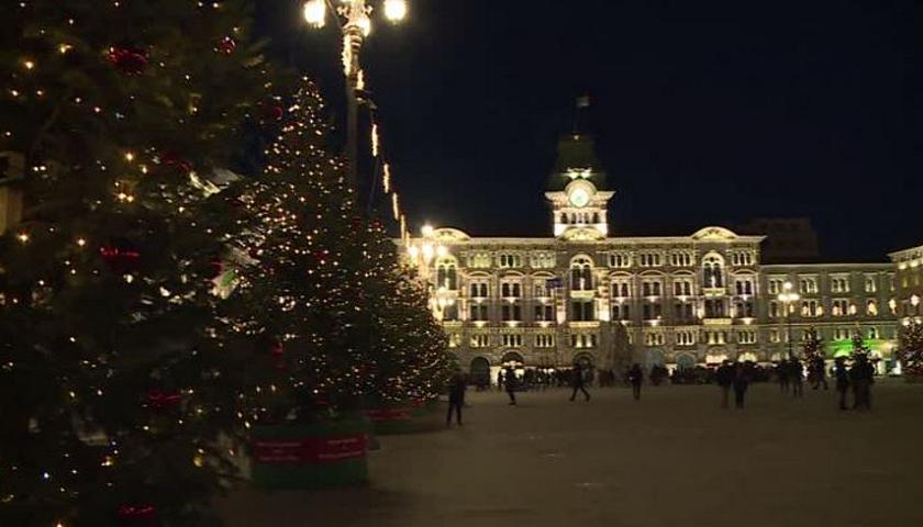Trieste Natale Immagini.Accese Le Luci Di Natale In Piazza Unita Societa Tgr Friuli