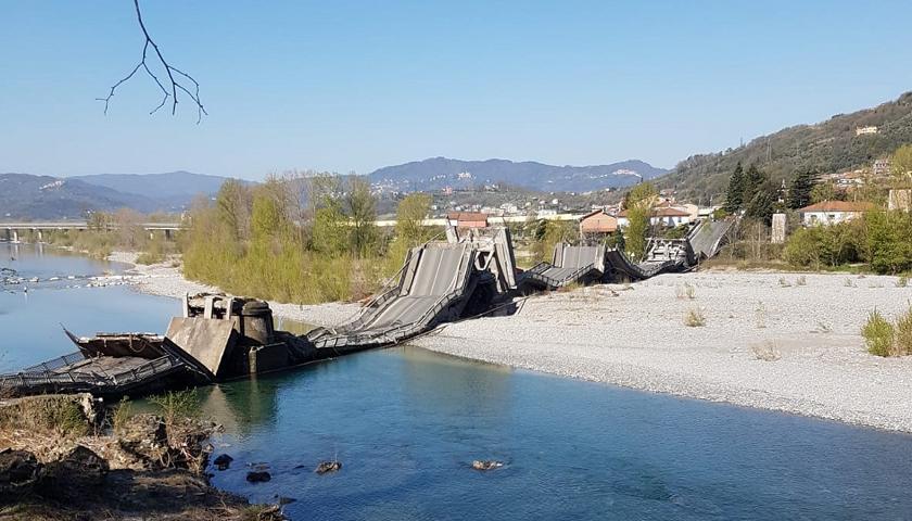 Crolla ponte ad Albiano Magra coinvolti due furgoni, un autista ...