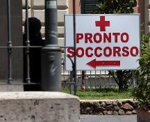 Roma, padre e figlio di 7 anni muoiono travolti da un'auto