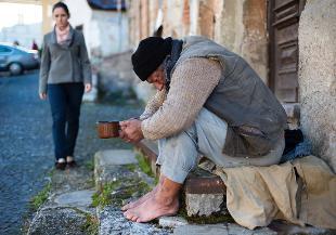 Le Persone Povere.Istat Nel 2014 Oltre 4 Milioni Di Italiani In Poverta