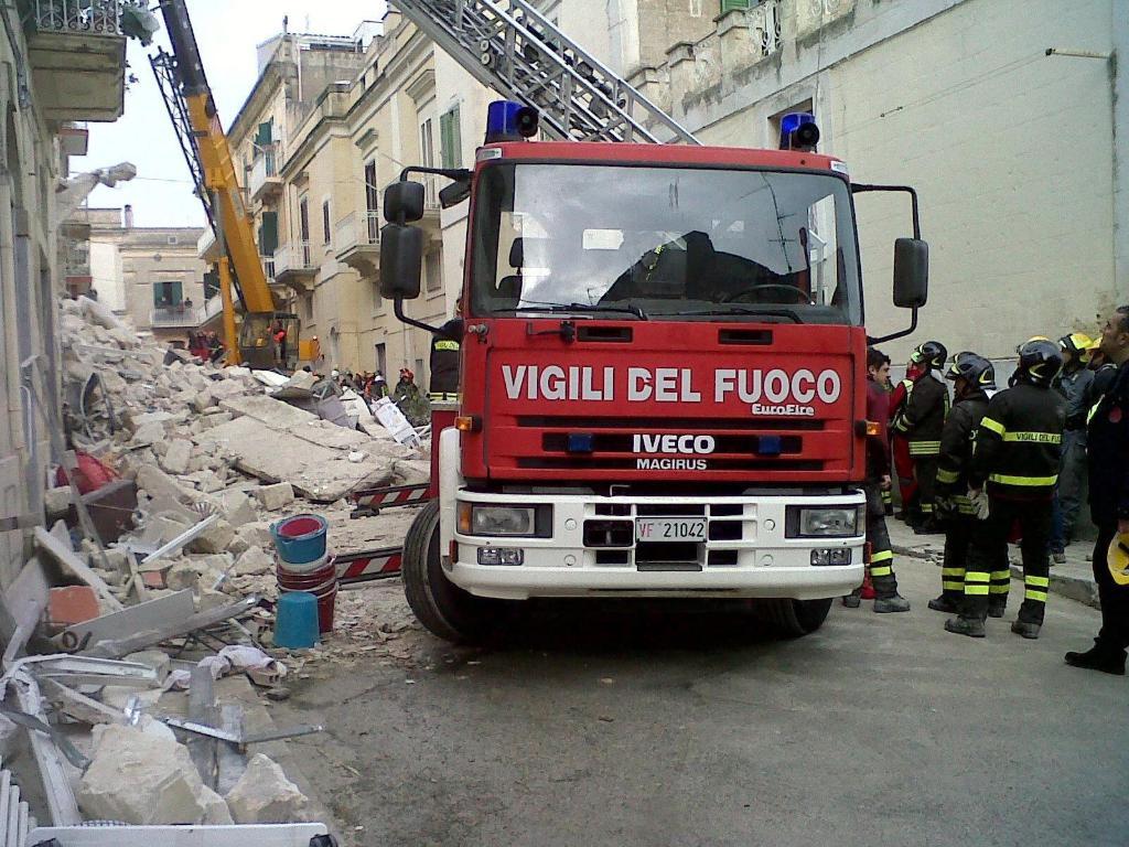 Matera, due sopralluoghi dei Vigili del Fuoco nella palazzina crollata