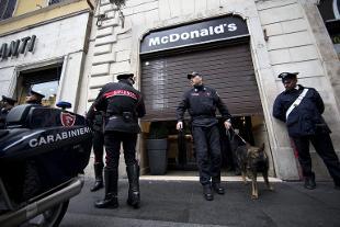 Roma rientrato l 39 allarme bomba al mcdonald 39 s in piazza di - Allarme bomba porta di roma ...