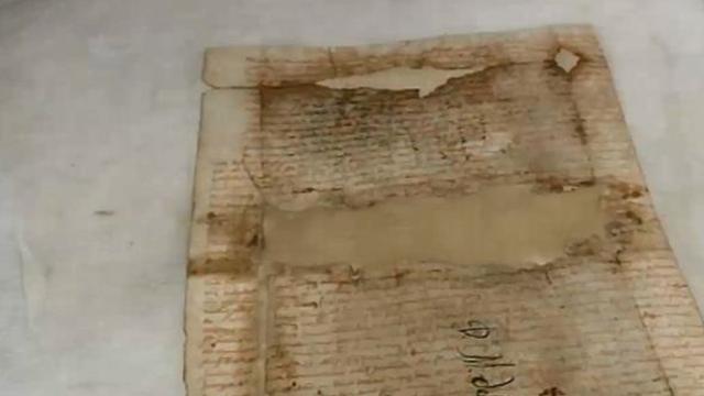 A Napoli larte di restaurare i libri antichi - Video - Rai News