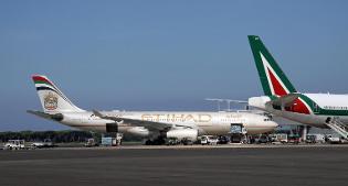 Alitalia: sindacati firmano accordo, no dell'Anpac