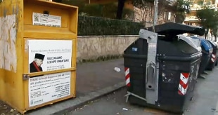 quality design fbe1d 71399 Mafia Roma: la truffa dei vestiti usati, via i contenitori ...