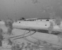 Bufera di neve, aereo della Delta fuori pista a New York, nessun ferito grave