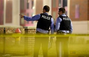 Usa, aggredisce due poliziotti col machete in aeroporto, poi viene colpito