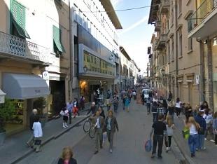 Pisa fugge con un furgone e travolge un vigile for Negozi mobili italia