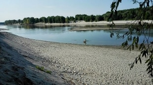Siccit allarme della coldiretti fiume po sceso di un - Letto di un fiume in secca ...