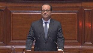 """Strage a Parigi, Hollande alle Camere: """"Siamo in Guerra"""". Rientra allarme terrorista in Italia"""