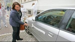 """Milano, l'assessore Rozza e l'auto """"sverniciata"""": """"Se volevo fare uno sfregio andavo di chiave"""""""