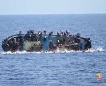 Migranti, le vittime sono centinaia. Minorenne incinta dopo stupro