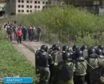 La polizia russa si esercita a reprimere le proteste degli operai