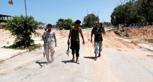 Libia: scontri a Ras Lanuf, cisterna di petrolio in fiamme. Carico di greggio per export annullato