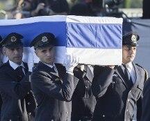 Israele, tanti i leader che alla Knesset rendono omaggio al feretro di Peres