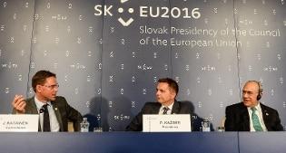 Ecofin: regime fisco unico per le multinazionali Padoan: Fare di più per il lavoro