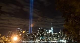 """L'11 settembre ai tempi di Hilary Clinton e Donald Trump. Obama: """"Paura non stravolga nostri valori"""""""