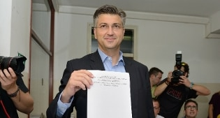 Exit poll Croazia, testa a testa tra il centrosinistra di Milanovic e i conservatori di Plenkovic