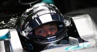 A Marina Bay disastro Ferrari, Rosberg e Ricciardo in prima fila