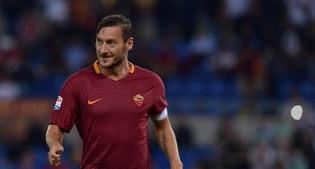 """Totti sbarca su Facebook a 40 anni, """"meglio tardi che mai"""""""