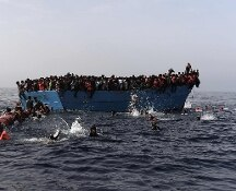 Migranti sbarcati ad Augusta raccontano il naufragio: 51 morti in mare