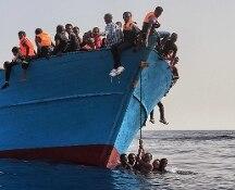 Migranti, naufragio a largo della Libia: almeno 90 dispersi