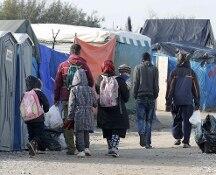 Migranti, cominciato lo sgombero della 'giungla' di Calais