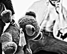 Decine di minori adescati e abusati: smantellata rete di pedofili, agiva su darknet