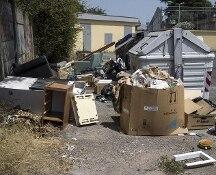 Roma e i rifiuti ingombranti, Raggi: servizio interrotto prima del ballottaggio, nessuno sa perché
