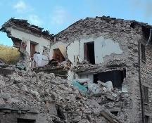 #Terremoto: la terra continua a tremare. Migliaia gli sfollati. Curcio: