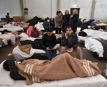 La terra non smette di tremare: decine di scosse di assestamento nella seconda notte da sfollati