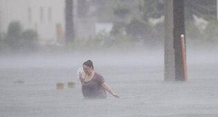 L'uragano Matthew si indebolisce, ma è allarme negli Usa. Tragico bilancio ad Haiti: 900 morti