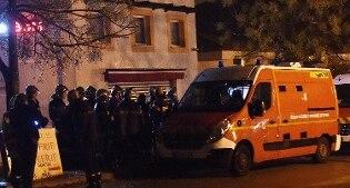 Sequestra decine di monaci e uccide la custode a coltellate: in Francia torna l'incubo del terrore