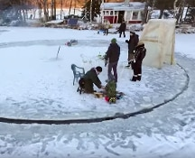 Finlandia, carosello e picnic sul ghiaccio