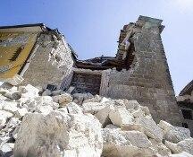 Terremoto, il sindaco  di Accumoli e il vescovo di Rieti indagati per il crollo del campanile