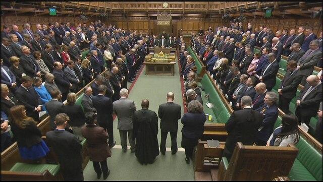 Londra minuto di silenzio in parlamento video rai news for Parlamento rai
