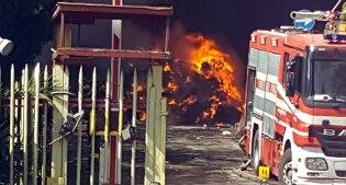 Incendio a pomezia rifiuti plastici in fiamme i vigili del fuoco non aprite le finestre - Aprite le finestre ...