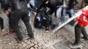 Scontri al corteo a Piacenza, arrestati 2 autori del pestaggio del carabiniere. I due manifestanti sono stati individuati dalla Digos