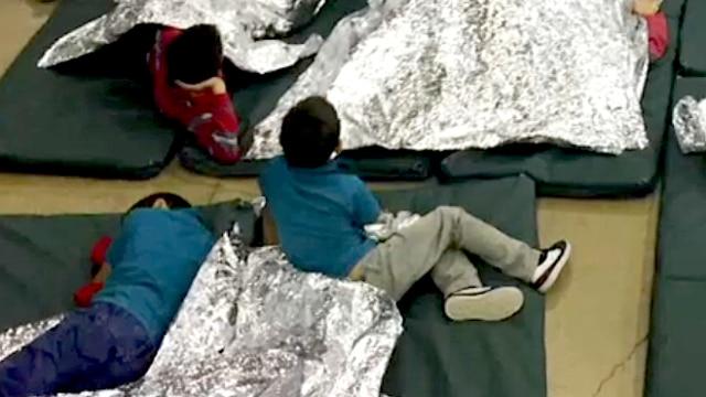 La disperazione dei bimbi strappati alle famiglie al confine Usa-Messico – Video – Rai News