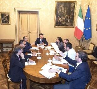 Risultato immagini per immagine di riunione governo conte
