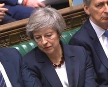 Brexit: il Parlamento britannico ha bocciato l'accordo, Theresa May non si dimette