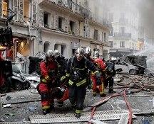 Parigi. Fortissima esplosione: morti due pompieri e una spagnola. Decine di feriti, anche 3 italiani