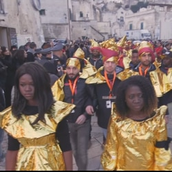 200119-165 matera migranti sfilata macerollo screenshot