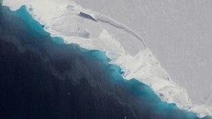 Nasa: enorme grotta di ghiaccio sotto l'Antartide, grande quasi come Manhattan