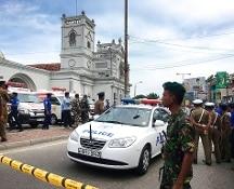 Sri Lanka, sei esplosioni in tre chiese e hotel di lusso: oltre cento morti, feriti
