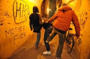Bullismo su compagno di classe, arrestati due minori a Perugia - Rai News