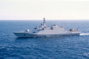 Risultati immagini per immagini della nave della marina che ha salvato i migranti