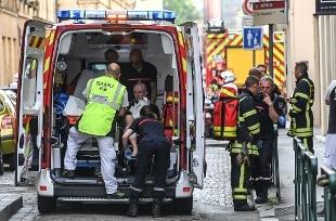 Francia, pacco bomba esplode nel centro di Lione: 13 feriti lievi, è caccia all'uomo – Rai News